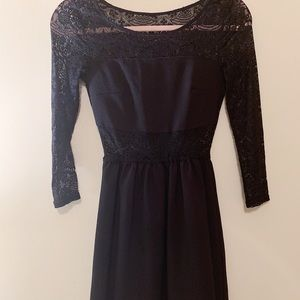 Blackless lace cocktail dress
